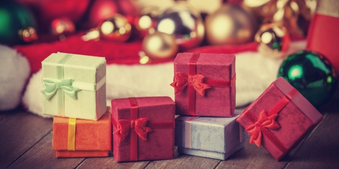 Five tips to help you pick the best holiday gift for your employees